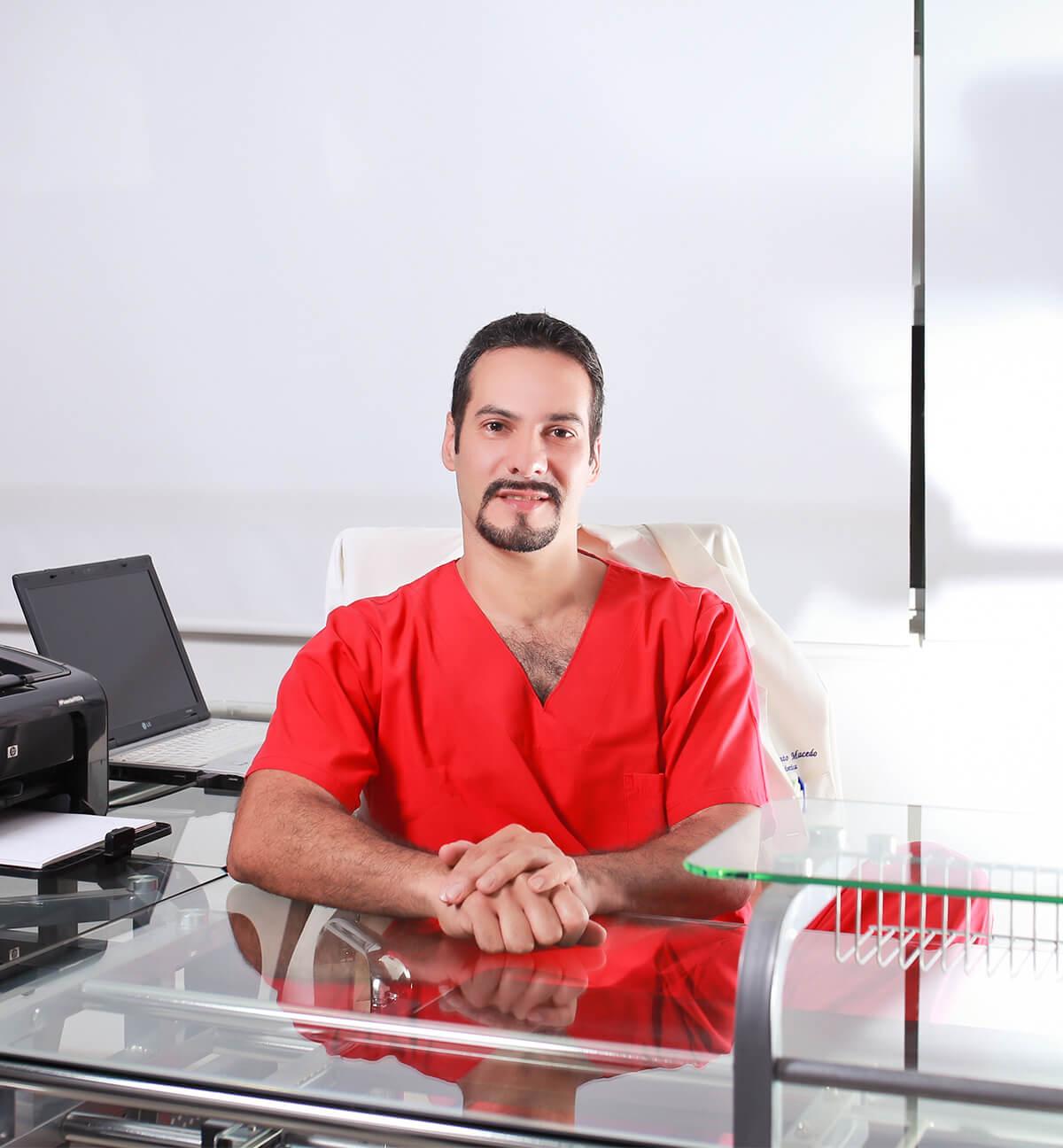 Dr Rafael Pinto Cirujano Plastico Acreditado en Santiago